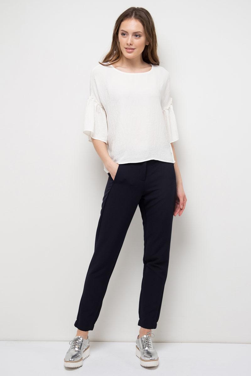 Блузка женская Sela, цвет: белый. Tws-112/528-8120. Размер 48Tws-112/528-8120Блузка женская Sela выполнена из полиэстера. Модель с круглым вырезом горловины и короткими рукавами.
