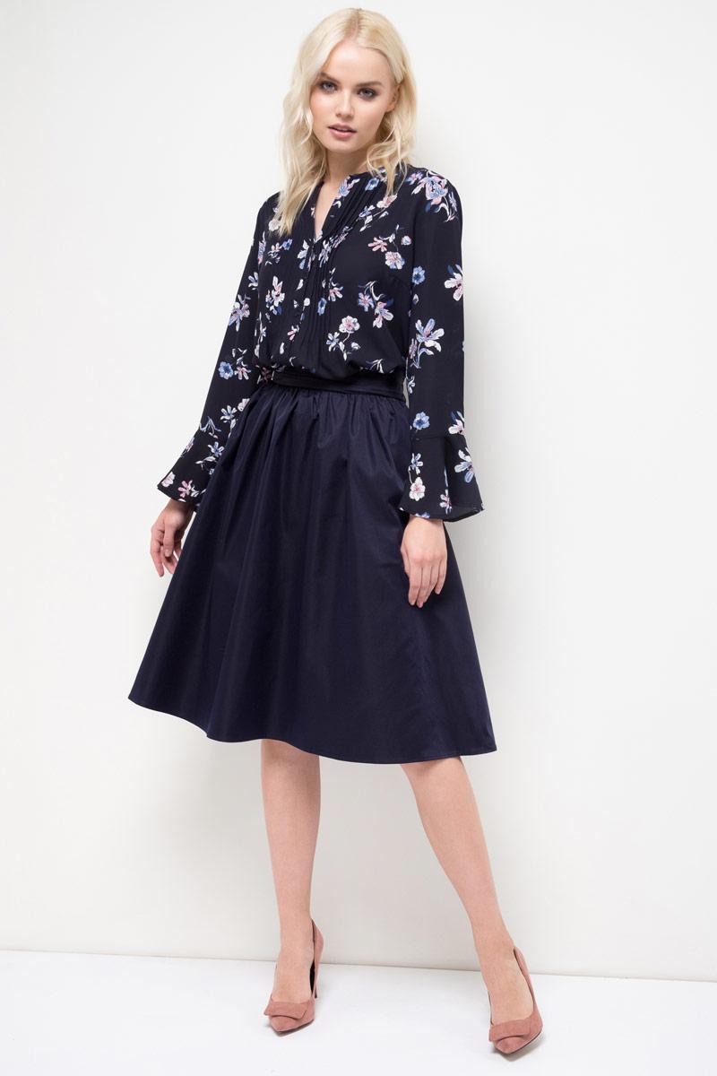 Блузка женская Sela, цвет: темно-синий. B-112/896-8110. Размер 50B-112/896-8110Блузка женская Sela выполнена из полиэстера. Модель с длинными рукавами застегивается на пуговицы.