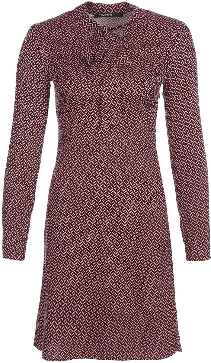 Платье Tom Farr, цвет: бордовый. TW1533.28810-1-coll. Размер XXS (40)TW1533.28810-1-collПлатье от Tom Farr выполнено из натуральной вискозы. Модель приталенного кроя с вырезом горловины аскот и длинными рукавами застегивается на потайную молнию.