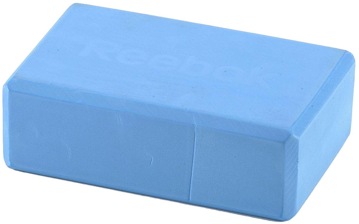 Блок для йоги Reebok, цвет: синий, 225 x 150 x 76 ммRAYG-10025BLБлок для йоги Reebok изменит ваше представление о растяжке, потому что он позволяет вам расслабляться при упражнениях на растяжку. Помещая блок под руку, колено или ногу, блок способствует приспосабливанию позиций суставов для усиления или смягчения напряжения. Блок изготовлен из высококачественной синтетической пены, является самым надежным блоком в ряду аналогичных облегченных блоков.Размеры: 225 x 150 x 76 мм.