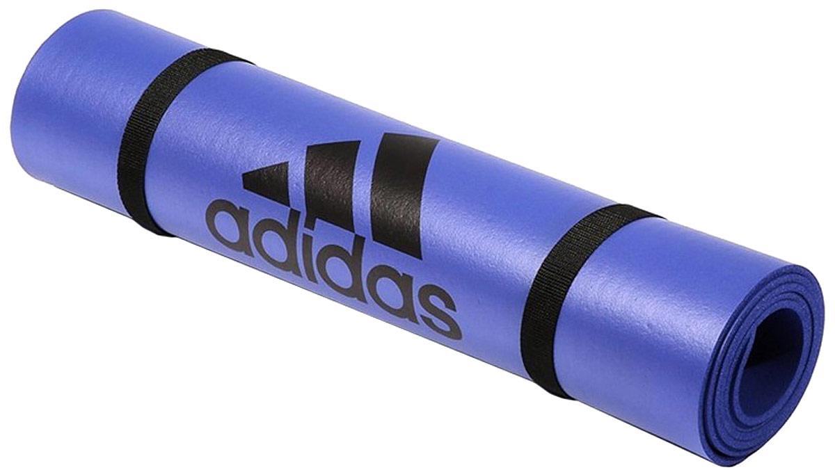 Тренировочный коврик для фитнеса Adidas, цвет: лиловый, толщина 6 ммADMT-12234PLМат для фитнеса Adidas толщиной 6 мм идеален для разминки и завершающей растяжки при занятиях фитнесом. Нескользящее покрытие удерживает мат на месте. Представлен в лиловом и оранжевом цветах, имеет небольшой вес и очень удобен для переноски. Лямка для скатывания и переноски.