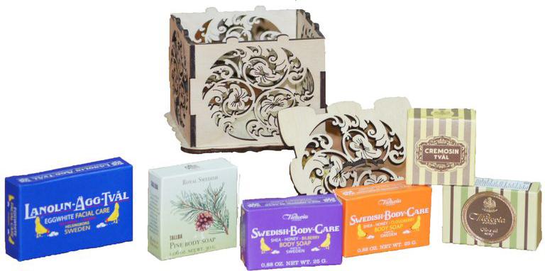 Victoria Soap Набор Королевское мыло871957Подарочный набор Королевское мыло - это восхитительная коллекция мыла с разными ароматами и характерами. Аристократическое мыло по старинным рецептам, так любимое при Королевском Дворе Швеции в винтажной деревянной шкатулке, запечатанная сургучевой печатью, будет идеальным подарком для вашей кожи и для ваших любимых! Королевское мыло от VictoriaSoap приведет в восторг даже самую взыскательную особу! В набор входит:-Мыло-маска для лица Lanolin-Agg-Tval, 50 г -Мыло для тела TALLBA, 30 г -Мыло для тела Shea-Honung-Blabar, 25 г -Мыло для тела Shea-Honung-Hjortron, 25 г-Мыло для тела Olive Oil Soap, 25 г -Мыло для тела Cremosin, 25 г.