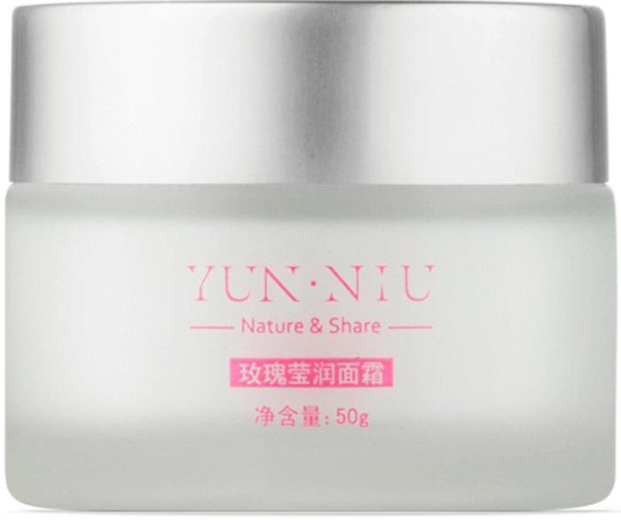 Крем из экстракта розы для лица Yun-Niu (Rose cream), 50 мл.220681Тип, структура, объем,Восстанавливающее и защищающее средство. 50 млНазначение Масло Ши (также называется масло Каритэ) — масло, получаемое из плодов африканского сального дерева каритэ. Характеризуется высоким содержанием неомыляемых жиров (до 17%), что определяет антиокислительную и регенерирующую активность масла. Обладает противовоспалительным, смягчающим и эффектом УФ-фильтров действием. Компоненты масла Ши активизируют регенерацию эпидермиса, положительно влияют на синтез коллагена дермы, в результате чего повышается упругость кожи, разглаживаются мелкие морщинки.Розовое масло - стимулирует природные функции кожи, побуждая ее к регенерации, восстанавливает эпидермис. Розовое масло эффективно для ухода за сухой и чувствительной кожей Действиеобеспечивает антиоксидантное действие; усиливает защитные функции кожи; увлажняет кожу; Результатвыравнивает микрорельеф кожи; уменьшает глубину морщин; устраняет шелушение и ощущение стянутости; защищает кожу от УФ-лучей; устраняет пигментацию; замедляет процесс увядания кожи.