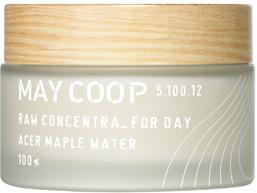May Coop Дневной крем для лица увлажняет , питает, придает сияние коже Concentra For Day 50 мл36331Интенсивное питание, восстановление и укрепление для кожи в течение всего дня. Неповторимый по составу крем служит завершением вашего ритуала красоты, обеспечивая максимальное по длительности и эффективности увлажнение. Уникальная формула на 90% состоит из весеннего сока кленового дерева, молекулы которого обладают способностью глубоко проникать в кожу, достигая эффекта ревитализации и насыщения влагой. Идеально сбалансированная рецептура включает комплекс редких экстрактов фруктов и растений, фруктан, ценные органические масла, гиалуроновую кислоту и другие высококачественные компоненты для поддержания красоты и молодости кожи. Придает свежесть, легкость и здоровое сияние.