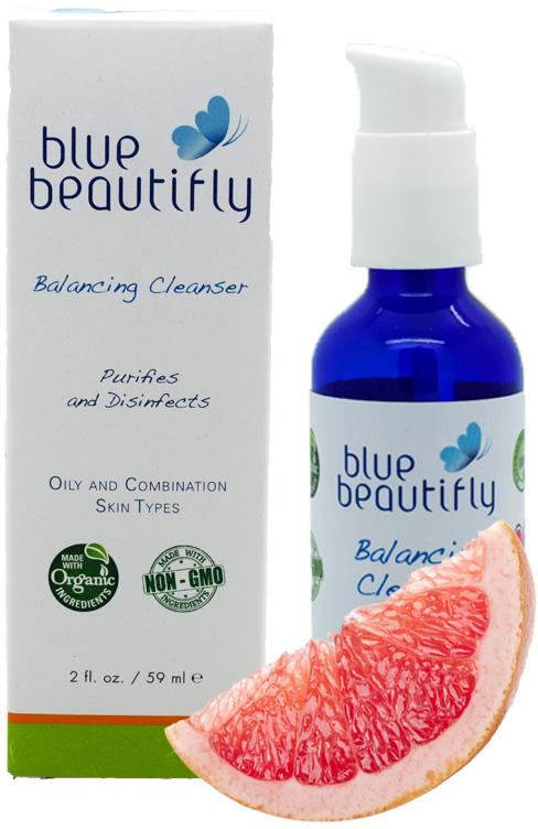 Blue Beautifly Балансирующее очищающее средство, 59 млBB-012Для жирной и комбинированной кожи. Тщательно очищает поры, способствует осветлению и смягчению тона кожи лица, устраняет отеки. Это безмыльное очищающее средство деликатно удаляет загрязнения и макияж, не раздражает, не сушит и не стягивает кожу. Сочетание цитрусовых эссенций Лимона, Грейпфрутаи Апельсина очищает кожу, стабилизирует выработку кожного сала и способствует естественному чистому и мягкому цвету лица. Кокосовое масло, Овсяная пудра и Алоэ Вера защищают и смягчают кожу. Цитрусовая ароматерапевтическая смесь эфирных масел Лимона, Грейпфрута и Апельсина делает кожу сбалансированной и и повышает настроение.