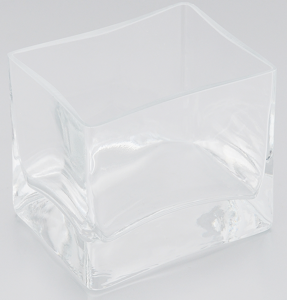 """Элегантная ваза Pasabahce """"Botanica"""" выполнена из высококачественного натрий-кальций-силикатного стекла.Изделие придется по вкусу и ценителям классики, и тем, кто предпочитает утонченность и изящность. Вы можете поставить вазу в любом месте, где она будет удачно смотреться и радовать глаз. Такая ваза подойдет для декора интерьера. Кроме того - это отличный вариант подарка для ваших близких и друзей. Можно мыть в посудомоечной машине.Высота вазы: 8,5 см.Размер вазы (по верхнему краю): 9,5 х 7,5 см."""