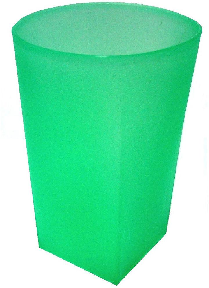 Стакан для ванной комнаты Vanstore Summer Green, 7,5 х 7,5 х 11 см374-01Стакан для ванной комнаты Vanstore Summer Green изготовлен из высококачественного пластика. В стакане удобно хранить зубные щетки, тюбики с зубной пастой и другие принадлежности. Такой аксессуар для ванной комнаты стильно украсит интерьер и добавит в обычную обстановку яркие и модные акценты. Изделие отлично сочетается с другими аксессуарами из коллекции Summer Green.