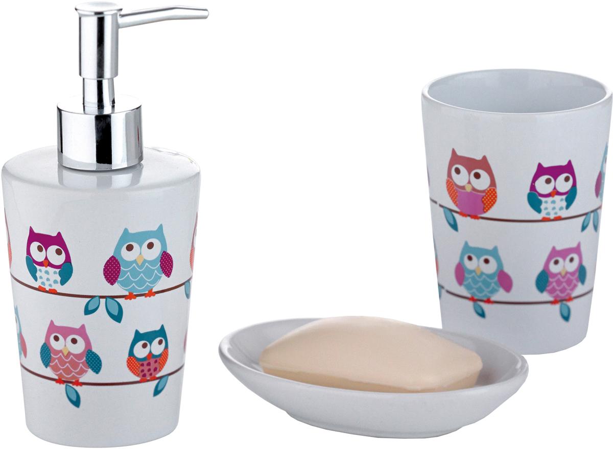 Набор для ванной комнаты Axentia Совы, 3 предмета282469Набор для ванной комнаты Axentia Совы, выполнен из натуральной и элегантной керамики, состоит из стакана для зубных щеток, дозатора для жидкого мыла и мыльницы. Изделия декорированы яркими рисунками с изображением совы.Аксессуары, входящие в набор Axentia Совы, выполняют не только практическую, но и декоративную функцию. Они способны внести в помещение изысканность, сделать пребывание в нем приятным и даже незабываемым.