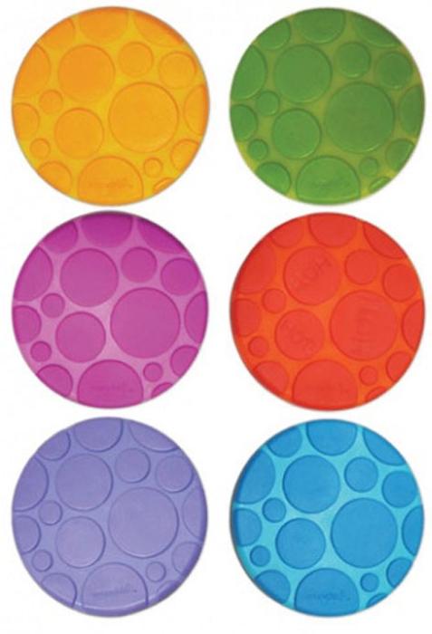 """Набор ковриков для ванны """"Munchkin"""" включает в себя шесть цепких текстурированных ковриков-накладок из разных цветов: оранжевого, голубого, салатового, фиолетового и красного. Они прекрасно помогают предотвратить скольжение в ванне. Одна накладка обладает функцией White Hot Technology, которая предупреждает, когда вода становится слишком горячей. Накладки круглой формы крепко присасываются к поверхности ванной, они легко чистятся, их можно размещать в любых точках ванной, там, где они наиболее необходимы. Нет верного или неверного способа купать детей, есть такой способ, который подойдет для вас и вашего малыша. Коврики для ванной """"Munchkin"""" делают жизнь родителей легче!"""