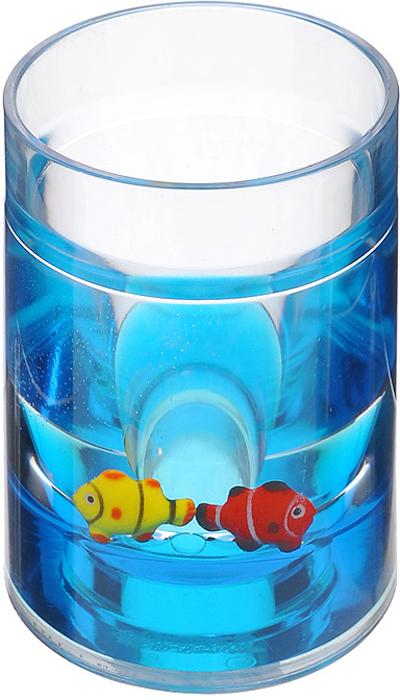 """Стаканчик """"Рыбки"""", изготовленный из прозрачного пластика, отлично подойдет для вашей ванной комнаты. Внутри стакана синий гелиевый наполнитель с рыбками желтого и красного цветов. Стаканчик создаст особую атмосферу уюта и максимального комфорта в ванной.   Характеристики:   Материал: пластик, акрил, гелиевый наполнитель. Цвет: синий, желтый, красный. Диаметр стаканчика по верхнему краю: 7 см. Высота стаканчика: 11 см. Производитель: Швеция. Изготовитель: Китай. Размер упаковки: 8 см х 7,5 см х 11 см. Артикул: 850-31."""