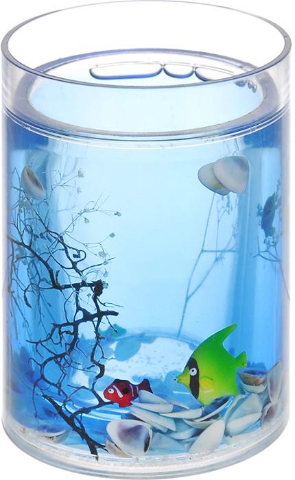"""Стаканчик """"Морские рыбки"""", изготовленный из прозрачного пластика, отлично подойдет для вашей ванной комнаты. Внутри стакана голубой гелевый наполнитель с маленькими ракушками, рыбками и веточками. Стаканчик создаст особую атмосферу уюта и максимального комфорта в ванной. Характеристики:   Материал: пластик, акрил, гелевый наполнитель. Цвет: голубой, белый, желтый, черный. Диаметр стаканчика по верхнему краю: 7,3 см. Высота стаканчика: 10,5 см. Производитель: Швеция. Изготовитель: Китай. Размер упаковки: 8,5 см х 8,5 см х 12,5 см. Артикул: 334-01."""