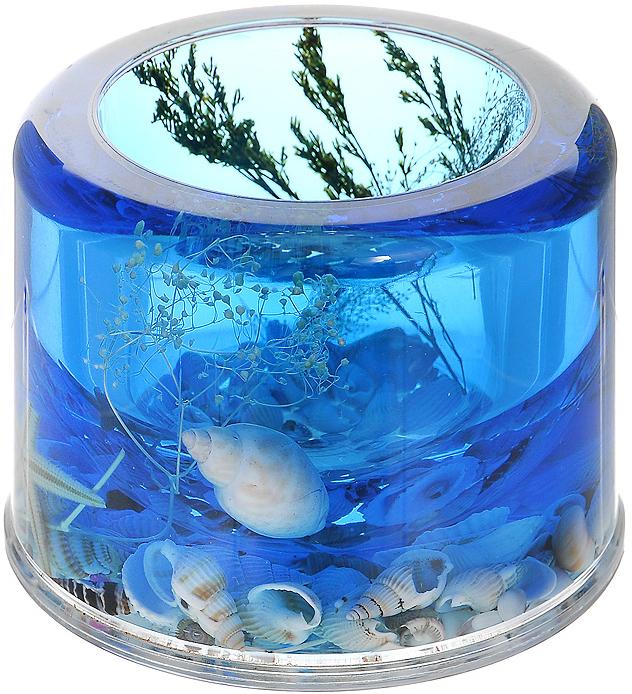 """Ершик для унитаза """"Лагуна"""" выполнен из пластика с жестким ворсом. Он хранится в специальной пластиковой подставке. Внутри подставки и ершика синий гелевый наполнитель с веточками, морскими звездами и ракушками. Ершик отлично чистит поверхность, а грязь с него легко смывается водой. Стильный дизайн изделия притягивает взгляд и прекрасно подойдет к интерьеру туалетной комнаты.   Характеристики:  Материал: пластик, акрил, гелевый наполнитель. Цвет: синий, голубой, белый, черный. Длина ершика: 34 см. Диаметр подставки для ершика: 11 см. Высота подставки для ершика: 9 см. Размер упаковки: 12 см х 12 см х 13 см. Производитель: Швеция. Изготовитель: Китай. Артикул: 336-06."""