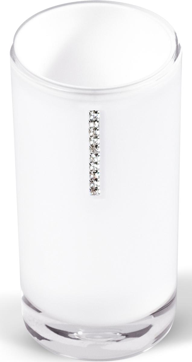 """Стакан """"Diamond White"""" изготовлен из акрила белого цвета и украшен стразами. В таком стакане можно хранить зубные щетки, бритвы и другие принадлежности.  Стакан """"Diamond White"""" станет стильным аксессуаром, который украсит интерьер ванной комнаты. Характеристики:   Материал: акрил, стразы. Диаметр стакана: 6,2 см. Высота стакана: 13 см. Размер упаковки: 6,2 см х 6,2 см х 13 см. Артикул: 12424."""