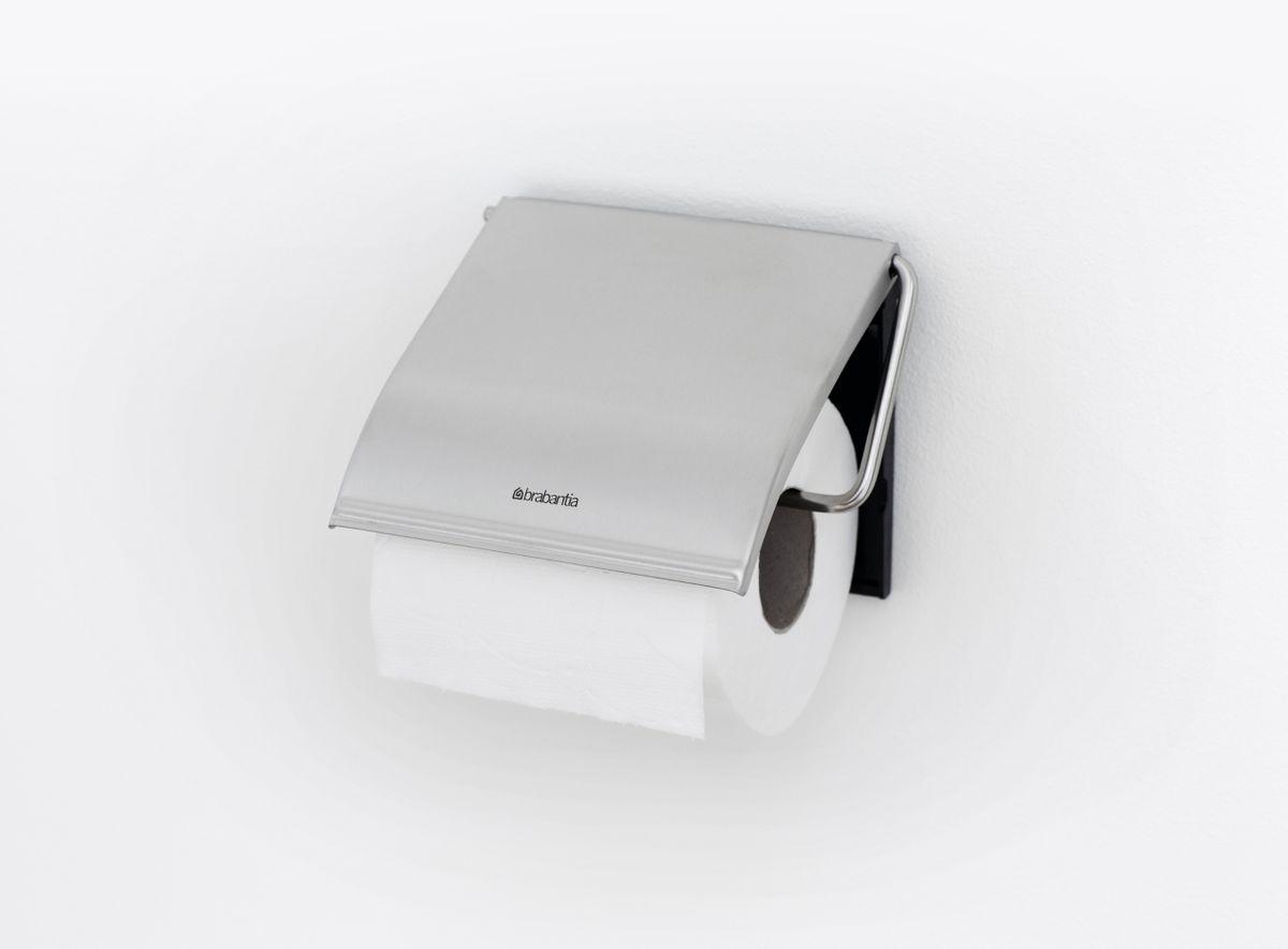 Устойчивость к коррозии – идеальное решение для ванной или туалетной комнаты.  Держатель для рулона может крепиться как с правой, так и с левой стороны.  Изготовлен из высококачественной нержавеющей стали с коррозионностойким покрытием или из хромированной стали.  Крепежная пластина из пластика.  Превосходно сочетается с туалетным ершиком, мусорными баками и другими изделиями Brabantia.
