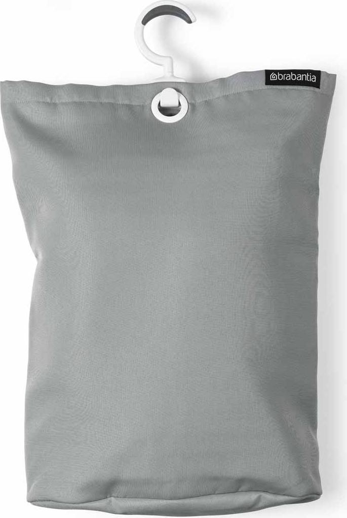 Сумка для белья Brabantia, подвесная, цвет: серый, 35 л. 105906М1708Порой грязное белье можно найти в самых неожиданных местах! Вешаем сумку для белья в каждой комнате и получаем идеальный порядок! Собрались стирать? Относим сумку к стиральной машине и выгружаем белье, перевернув за специальную петельку, расположенную на дне сумки. Эстетично, удобно и практично!Экономия места - легко подвешивается на ручку двери, бельевую веревку и т. п.; большой вращающийся крючок с нескользящей поверхностью. Большая вместимость - до 35 литров. Удобно выгружать белье - специальная петля на дне сумки. 2 года гарантии Brabantia.