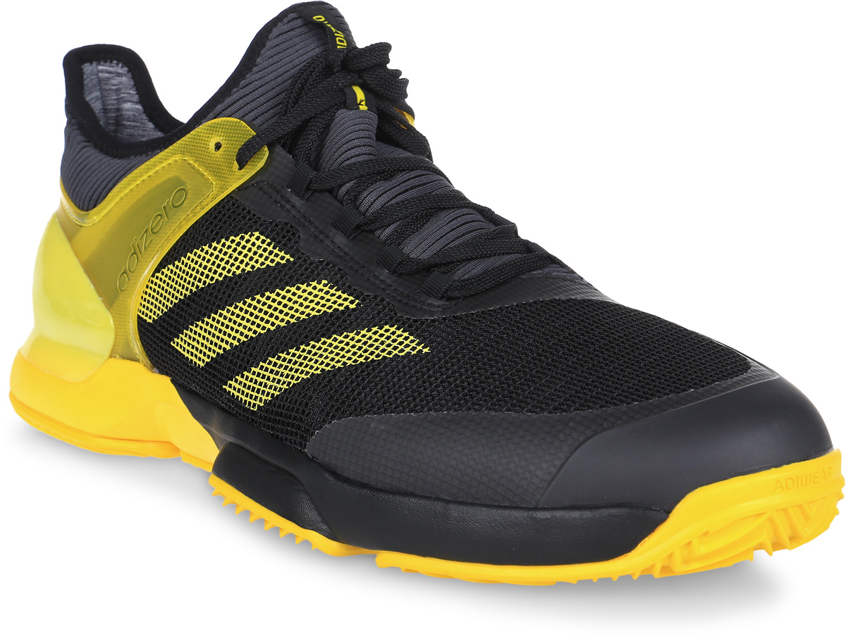 Кроссовки для тенниса мужские Adidas Adizero Ubersonic 2, цвет: черный, желтый. CG3085. Размер 9 (42)CG3085Покажите свой лучший кросс в теннисных кроссовках Adidas Adizero Ubersonic 2. Созданная для скоростной игры и устойчивости, эта модель с вязаным верхом бережно обхватывает стопу, обеспечивая комфортную и естественную посадку. Функциональные вставки помогают набирать очки: ADITUFF снижает силу трения в области мыска, а ADIPRENE+ увеличивает эффективность отталкивания. Дополнительная поддержка в средней части стопы для повышенной устойчивости во время быстрых маневров.Вязаный верх естественным образом растягивается, адаптируясь под форму стопы, и ,таким образом, снижает риск раздражения кожи и обеспечивает комфортную посадку; крупная сетка обеспечивает превосходную устойчивость и максимальное охлаждение.Износостойкая вставка ADITUFF в передней и средней части кроссовка защищает стопу от пробуксовки и подворачивания во время подач, ударов с лета и резких боковых движений.Вставка ADIPRENE+ в передней части стопы увеличивает силу и эффективность отталкивания; бесшовная конструкция подкладки плотно облегает стопу для комфортной посадки.3D TORSION обеспечивает адаптивную поддержку в средней части стопы; плетеная вставка в средней части стопы для максимальной поддержки и устойчивости во время резкой смены движений.Конструкция SPRINTFRAME обеспечивает идеальное соотношение легкости и устойчивости; вставка ADIPRENE для превосходной амортизации ударных нагрузок.Легкая, исключительно износостойкая подошва ADIWEAR 6 усилена сеткой и подходит для любого типа поверхности.