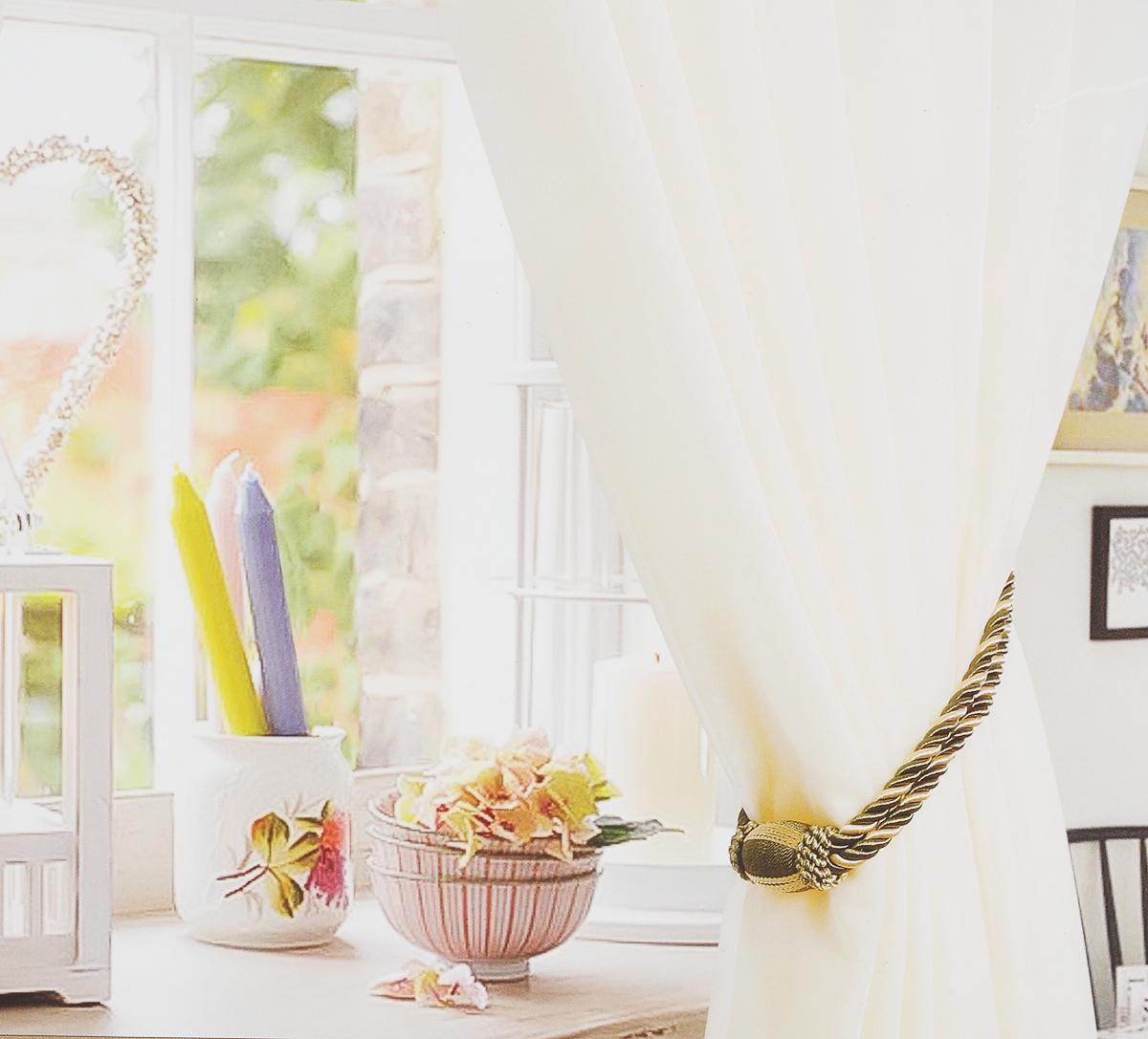 Штора готовая для гостиной Garden, на ленте, цвет: молочный, размер 175х260 см. с w191 v71002с w191 v71002Изящная тюлевая штора Garden выполнена из вуали (100% полиэстера).Полупрозрачная ткань, приятный цвет привлекут к себе внимание иорганично впишутся в интерьер помещения. Такая штора идеально подходит длясолнечных комнат. Мягко рассеивая прямые лучи, она хорошо пропускает дневнойсвет и защищает от посторонних глаз. Отличное решение для многослойногооформления окон. Штора Garden крепится на карниз при помощи ленты, которая поможет красиво иравномерно задрапировать верх.