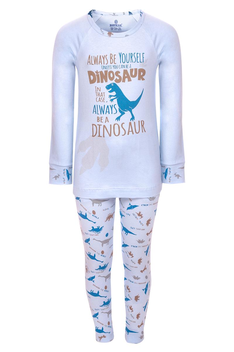 Пижама для мальчика Baykar, цвет: синий. N9621207. Размер 110/116N9621207Пижама для мальчика Baykar включает в себя футболку с длинным рукавом и брюки. Пижама изготовлена из эластичного хлопка. Футболка с длинными рукавами-реглан и круглым вырезом горловины оформлена принтом с изображением динозавра и надписями. Прямые брюки с широкой эластичной резинкой на поясе также декорированы принтовым рисунком.