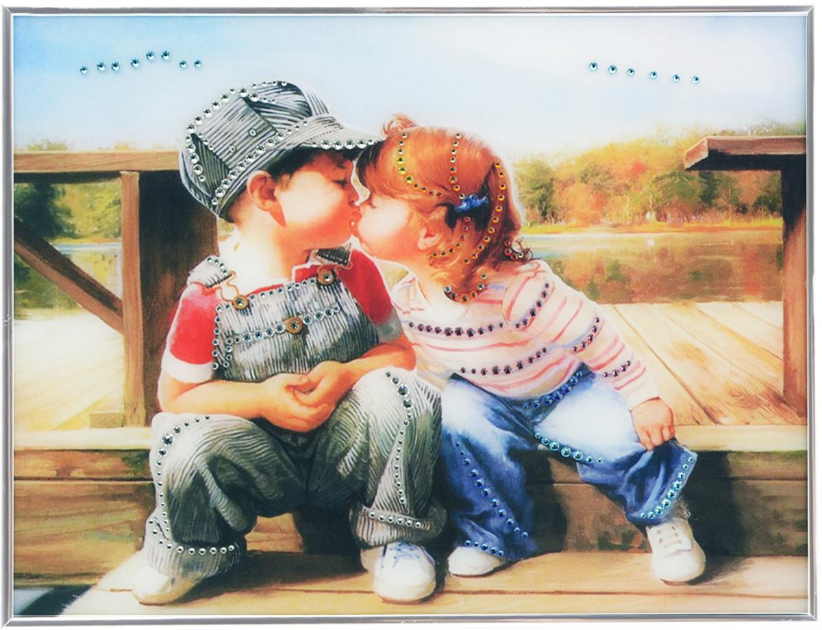 Картина с кристаллами Swarovski Детский поцелуй, 40 см х 30 см1322Изящная картина в металлической раме, инкрустирована кристаллами Swarovski, которые отличаются четкой и ровной огранкой, ярким блеском и чистотой цвета. Красочное изображение детского поцелуя, расположенное под стеклом, прекрасно дополняет блеск кристаллов. С обратной стороны имеется металлическая петелька для размещения картины на стене. Картина с кристаллами Swarovski Детский поцелуй элегантно украсит интерьер дома или офиса, а также станет прекрасным подарком, который обязательно понравится получателю. Блеск кристаллов в интерьере, что может быть сказочнее и удивительнее. Картина упакована в подарочную картонную коробку синего цвета и комплектуется сертификатом соответствия Swarovski.