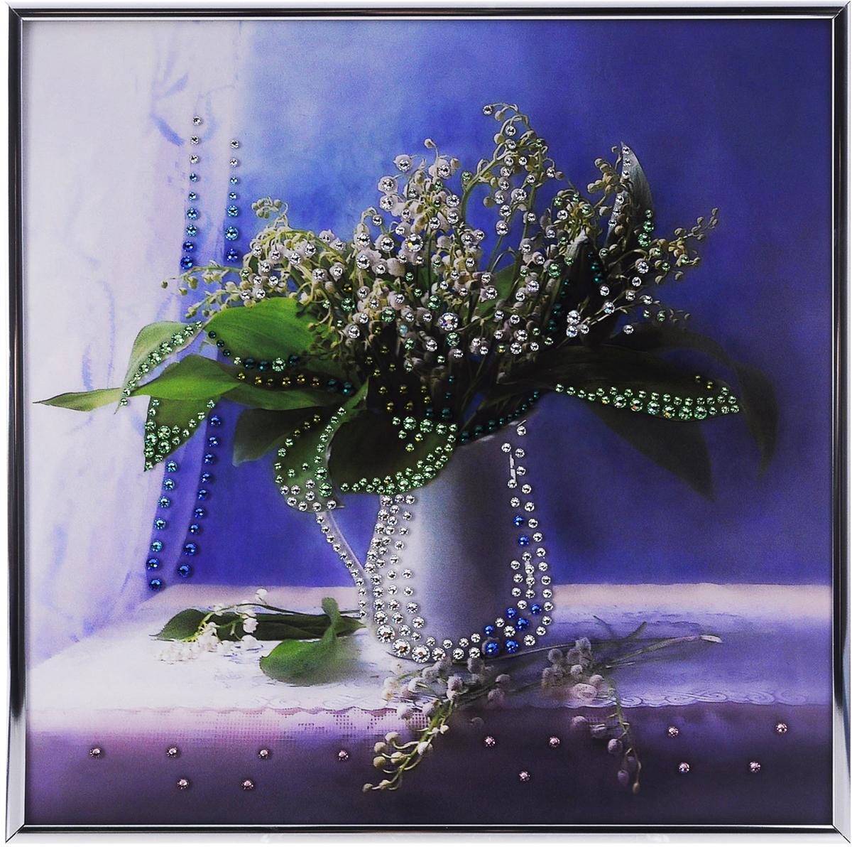 Картина с кристаллами Swarovski Ландыши, 30 см х 30 см1192Изящная картина в металлической раме, инкрустирована кристаллами Swarovski, которые отличаются четкой и ровной огранкой, ярким блеском и чистотой цвета. С обратной стороны имеется металлическая петелька для размещения картины на стене.Картина с кристаллами Swarovski элегантно украсит интерьер дома или офиса, а также станет прекрасным подарком, который обязательно понравится получателю. Блеск кристаллов в интерьере, что может быть сказочнее и удивительнее.Картина упакована в подарочную картонную коробку синего цвета и комплектуется сертификатом соответствия Swarovski. Количество кристаллов: 392.