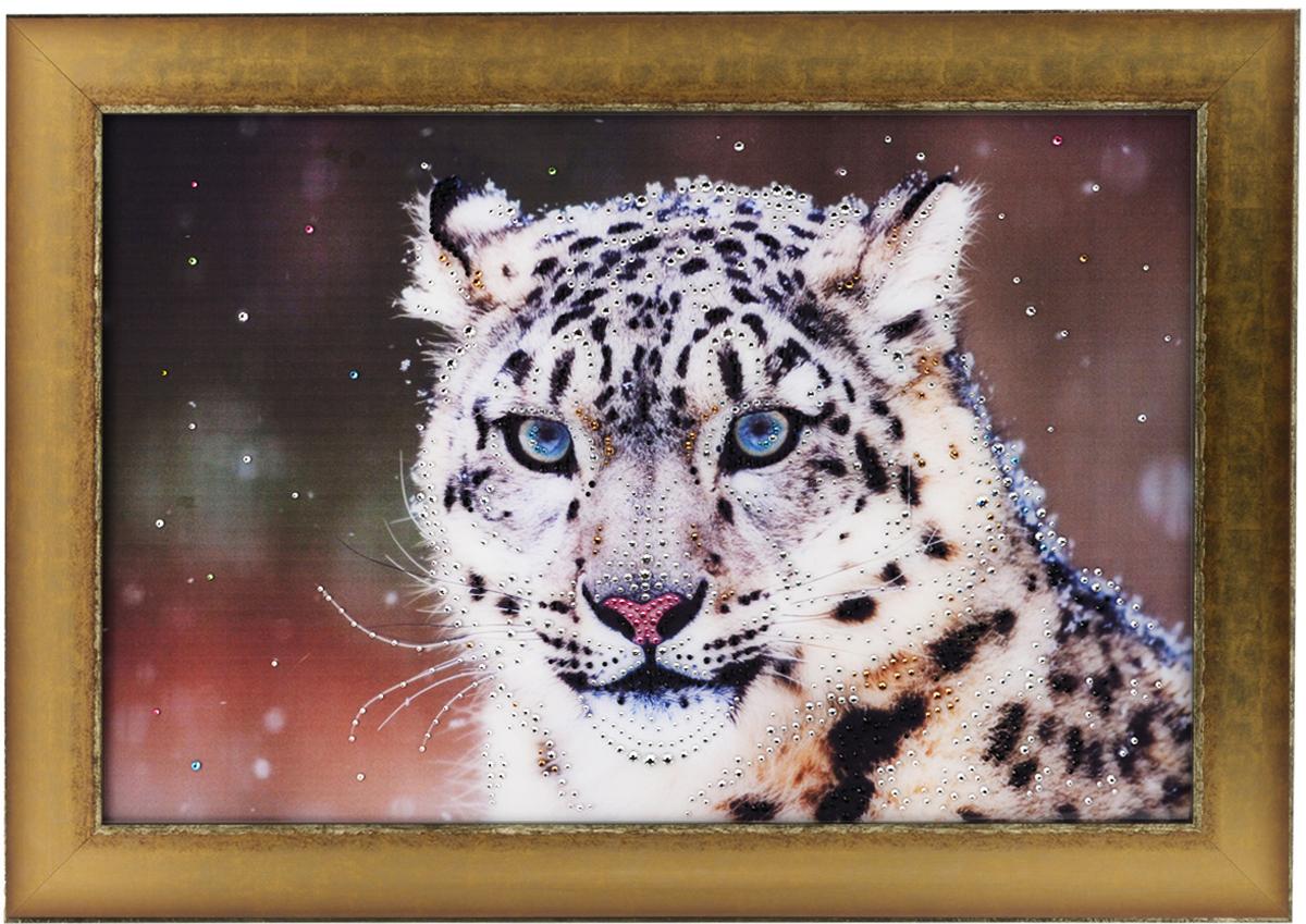 Картина с кристаллами Swarovski Снежный барс, 70 см х 50 см1287Изящная картина в багетной раме, инкрустирована кристаллами Swarovski, которые отличаются четкой и ровной огранкой, ярким блеском и чистотой цвета. Красочное изображение снежного барса, расположенное под стеклом, прекрасно дополняет блеск кристаллов. С обратной стороны имеется металлическая проволока для размещения картины на стене.Картина с кристаллами Swarovski Снежный барс элегантно украсит интерьер дома или офиса, а также станет прекрасным подарком, который обязательно понравится получателю. Блеск кристаллов в интерьере, что может быть сказочнее и удивительнее.Картина упакована в подарочную картонную коробку синего цвета и комплектуется сертификатом соответствия Swarovski.