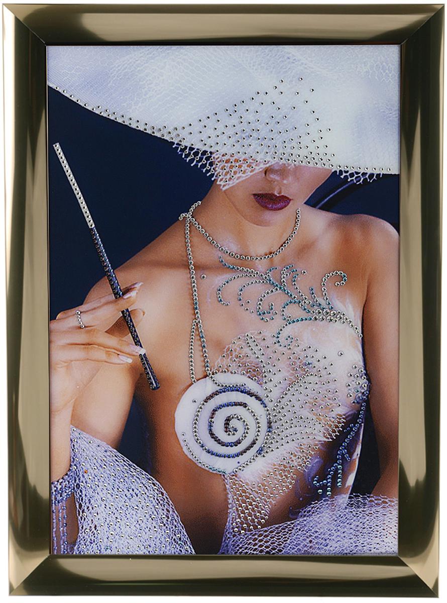 Картина с кристаллами Swarovski Дама, 47 х 67 см1084Изящная картина в алюминиевой раме Дама инкрустирована кристаллами Swarovski, которые отличаются четкой и ровной огранкой, ярким блеском и чистотой цвета. Идеально подобранная палитра кристаллов прекрасно дополняет картину. С задней стороны изделие оснащено специальной металлической петелькой для размещения на стене. Картина с кристаллами Swarovski элегантно украсит интерьер дома, а также станет прекрасным подарком, который обязательно понравится получателю. Блеск кристаллов в интерьере - что может быть сказочнее и удивительнее. Изделие упаковано в подарочную картонную коробку синего цвета и комплектуется сертификатом соответствия Swarovski.