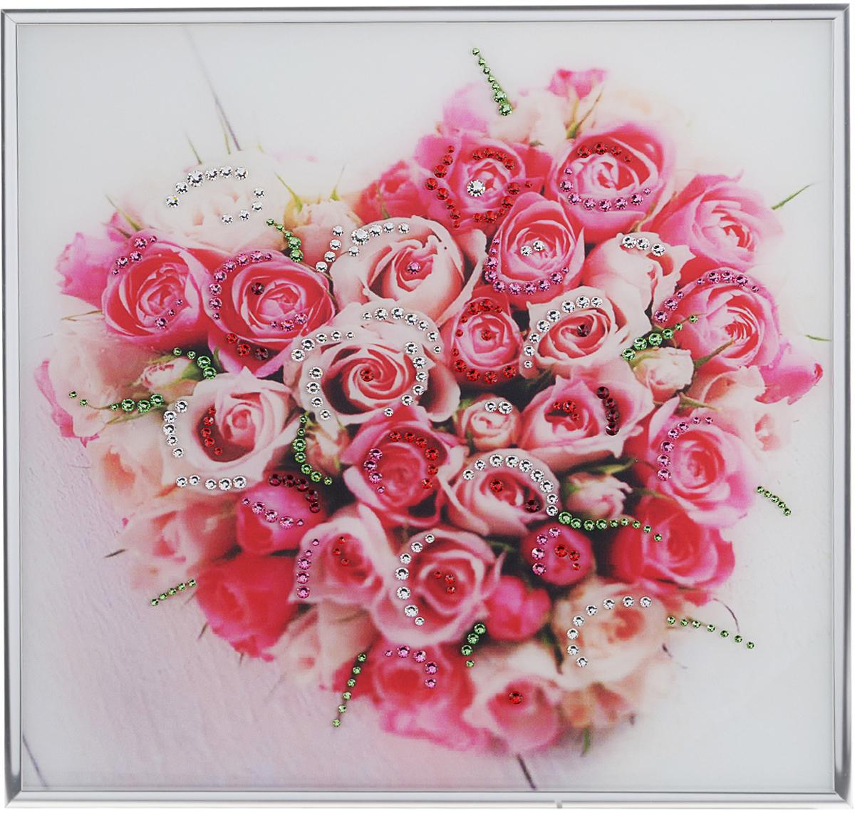 Картина с кристаллами Swarovski Нежнее нежного, 30 см х 30 см1224Изящная картина в металлической раме, инкрустирована кристаллами Swarovski, которые отличаются четкой и ровной огранкой, ярким блеском и чистотой цвета. Красочное изображение букета роз в виде сердца, расположенное под стеклом, прекрасно дополняет блеск кристаллов. С обратной стороны имеется металлическая петелька для размещения картины на стене.Картина с кристаллами Swarovski Нежнее нежного элегантно украсит интерьер дома или офиса, а также станет прекрасным подарком, который обязательно понравится получателю. Блеск кристаллов в интерьере, что может быть сказочнее и удивительнее. Картина упакована в подарочную картонную коробку синего цвета и комплектуется сертификатом соответствия Swarovski.