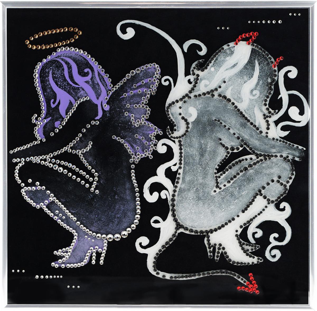 Картина с кристаллами Swarovski Ангел и демон, 30 х 30 см1052Изящная картина в металлической раме, инкрустирована кристаллами Swarovski, которые отличаются четкой и ровной огранкой, ярким блеском и чистотой цвета. Красочное изображение ангела и демона, расположенное под стеклом, прекрасно дополняет блеск кристаллов. С обратной стороны имеется металлическая петелька для размещения картины на стене. Картина с кристаллами Swarovski Ангел и демон элегантно украсит интерьер дома или офиса, а также станет прекрасным подарком, который обязательно понравится получателю. Блеск кристаллов в интерьере, что может быть сказочнее и удивительнее. Картина упакована в подарочную картонную коробку синего цвета и комплектуется сертификатом соответствия Swarovski.