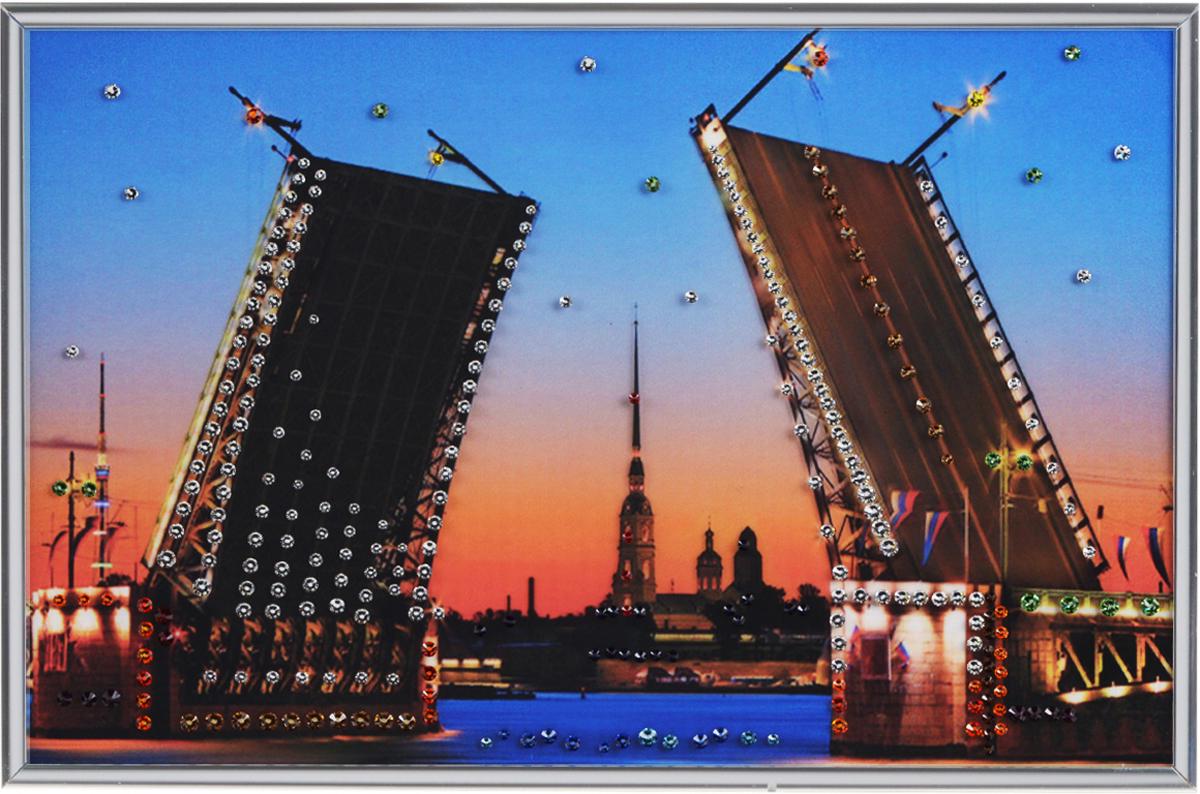Картина с кристаллами Swarovski Дворцовый мост, 30 см х 20 см1087Изящная картина в металлической раме, инкрустирована кристаллами Swarovski, которые отличаются четкой и ровной огранкой, ярким блеском и чистотой цвета. Красочное изображение дворцового моста, расположенное под стеклом, прекрасно дополняет блеск кристаллов. С обратной стороны имеется металлическая петелька для размещения картины на стене.Картина с кристаллами Swarovski Дворцовый мост элегантно украсит интерьер дома или офиса, а также станет прекрасным подарком, который обязательно понравится получателю. Блеск кристаллов в интерьере, что может быть сказочнее и удивительнее. Картина упакована в подарочную картонную коробку синего цвета и комплектуется сертификатом соответствия Swarovski.