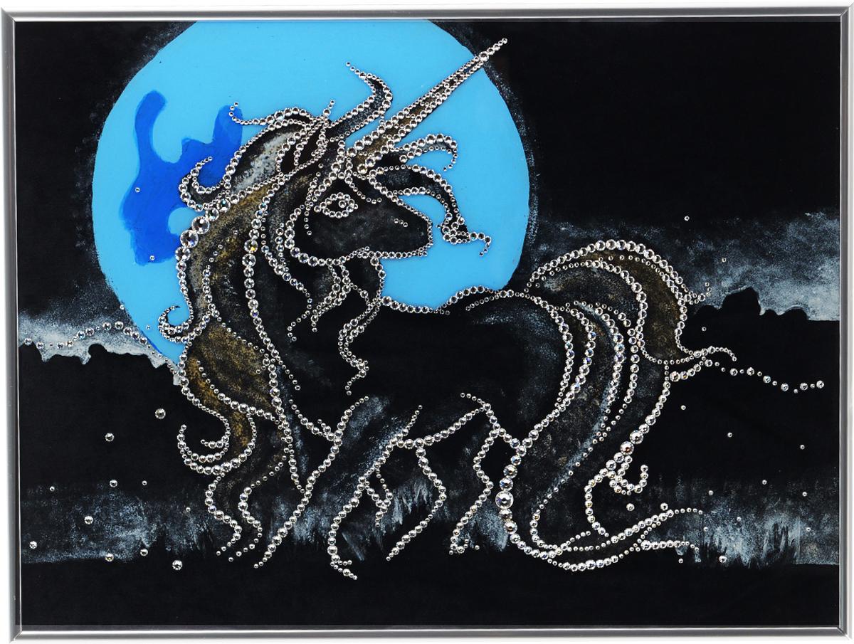 Картина с кристаллами Swarovski Единорог, 40 х 30 см1100Изящная картина в металлической раме, инкрустирована кристаллами Swarovski, которые отличаются четкой и ровной огранкой, ярким блеском и чистотой цвета. Красочное изображение единорога, расположенное под стеклом, прекрасно дополняет блеск кристаллов. С обратной стороны имеется металлическая петелька для размещения картины на стене.Картина с кристаллами Swarovski Единорог элегантно украсит интерьер дома или офиса, а также станет прекрасным подарком, который обязательно понравится получателю. Блеск кристаллов в интерьере, что может быть сказочнее и удивительнее.Картина упакована в подарочную картонную коробку синего цвета и комплектуется сертификатом соответствия Swarovski.