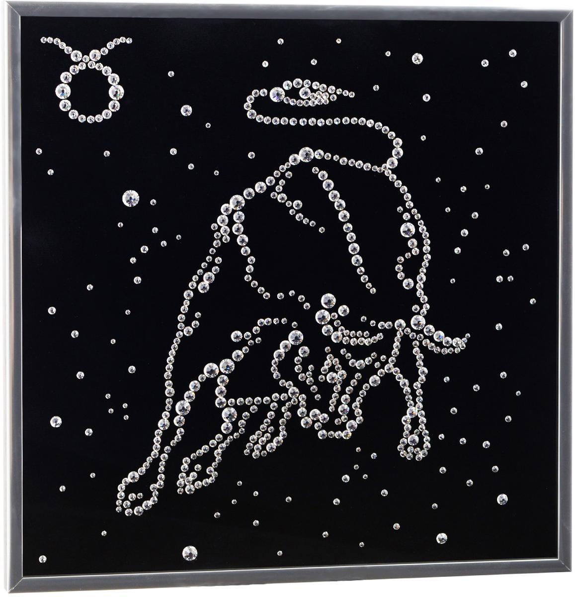 Картина с кристаллами Swarovski Знак зодиака. Телец, 26 см х 26 см1126Изящная картина в металлической раме, инкрустирована кристаллами Swarovski в виде знака зодиака - телец. Кристаллы Swarovski отличаются четкой и ровной огранкой, ярким блеском и чистотой цвета. Под стеклом картина оформлена бархатистой тканью, что прекрасно дополняет блеск кристаллов. С обратной стороны имеется металлическая петелька для размещения картины на стене. Картина с кристаллами Swarovski Знак зодиака. Телец элегантно украсит интерьер дома или офиса, а также станет прекрасным подарком, который обязательно понравится получателю. Блеск кристаллов в интерьере, что может быть сказочнее и удивительнее. Картина упакована в подарочную картонную коробку синего цвета и комплектуется сертификатом соответствия Swarovski.