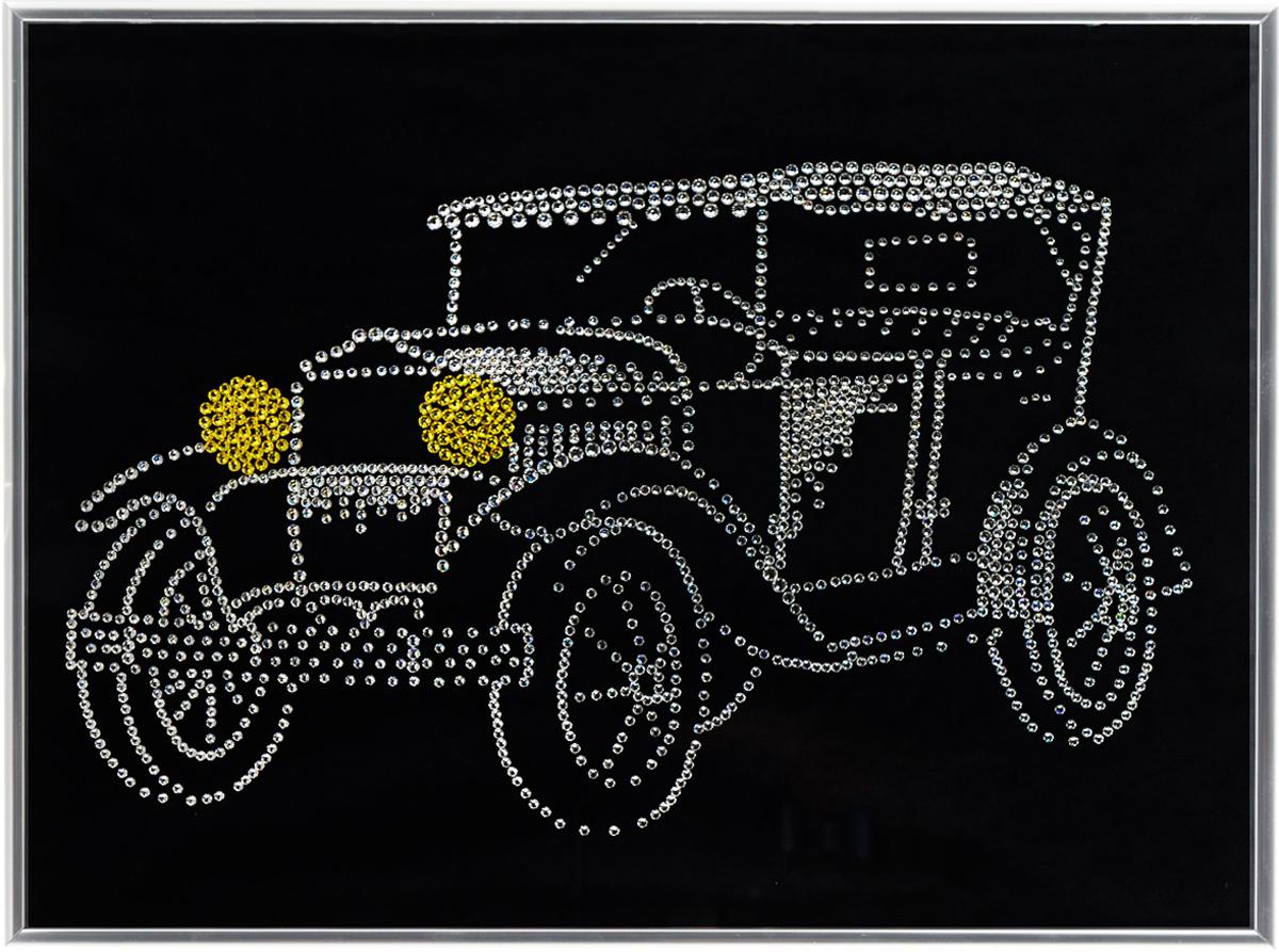 Картина с кристаллами Swarovski Ретроавтомобиль, 40 см х 30 см1259Изящная картина в металлической раме, инкрустирована кристаллами Swarovski в виде ретро автомобиля. Кристаллы Swarovski отличаются четкой и ровной огранкой, ярким блеском и чистотой цвета. Под стеклом картина оформлена бархатистой тканью, что прекрасно дополняет блеск кристаллов. С обратной стороны имеется металлическая проволока для размещения картины на стене.Картина с кристаллами Swarovski Ретроавтомобиль элегантно украсит интерьер дома или офиса, а также станет прекрасным подарком, который обязательно понравится получателю. Блеск кристаллов в интерьере, что может быть сказочнее и удивительнее.Картина упакована в подарочную картонную коробку синего цвета и комплектуется сертификатом соответствия Swarovski.