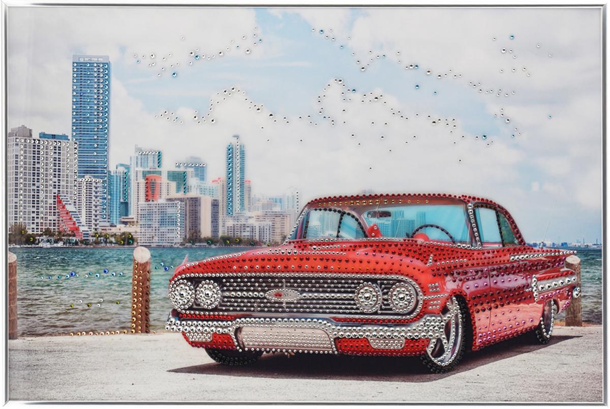 Картина с кристаллами Swarovski Автоклассика, 60 см х 40 см1049Изящная картина в металлической раме, инкрустирована кристаллами Swarovski, которые отличаются четкой и ровной огранкой, ярким блеском и чистотой цвета. Красочное изображение красного автомобиля на набережной, расположенное под стеклом, прекрасно дополняет блеск кристаллов. С обратной стороны имеется металлическая петелька для размещения картины на стене.Картина с кристаллами Swarovski Автоклассика элегантно украсит интерьер дома или офиса, а также станет прекрасным подарком, который обязательно понравится получателю. Блеск кристаллов в интерьере, что может быть сказочнее и удивительнее.Картина упакована в подарочную картонную коробку синего цвета и комплектуется сертификатом соответствия Swarovski.