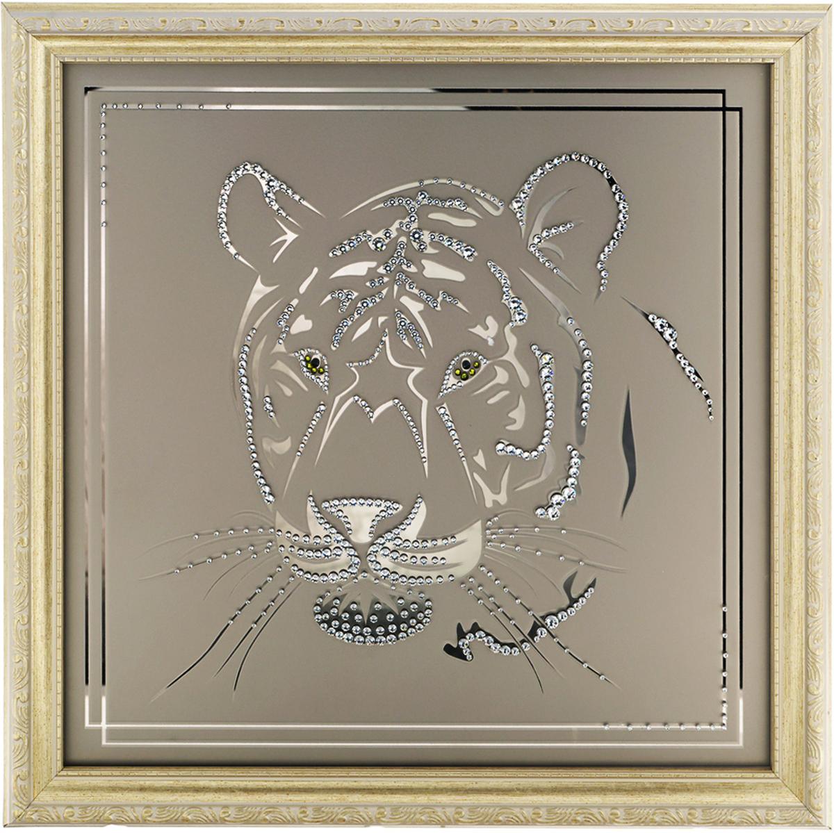 Картина с кристаллами Swarovski Взгляд тигра, 40 см х 40 см1070Изящная картина в багетной раме, инкрустирована кристаллами Swarovski в виде головы тигра на матовом стекле золотистого цвета. Кристаллы Swarovski отличаются четкой и ровной огранкой, ярким блеском и чистотой цвета. С обратной стороны имеется металлическая проволока для размещения картины на стене. Картина с кристаллами Swarovski Взгляд тигра элегантно украсит интерьер дома или офиса, а также станет прекрасным подарком, который обязательно понравится получателю. Блеск кристаллов в интерьере, что может быть сказочнее и удивительнее. Картина упакована в подарочную картонную коробку синего цвета и комплектуется сертификатом соответствия Swarovski.