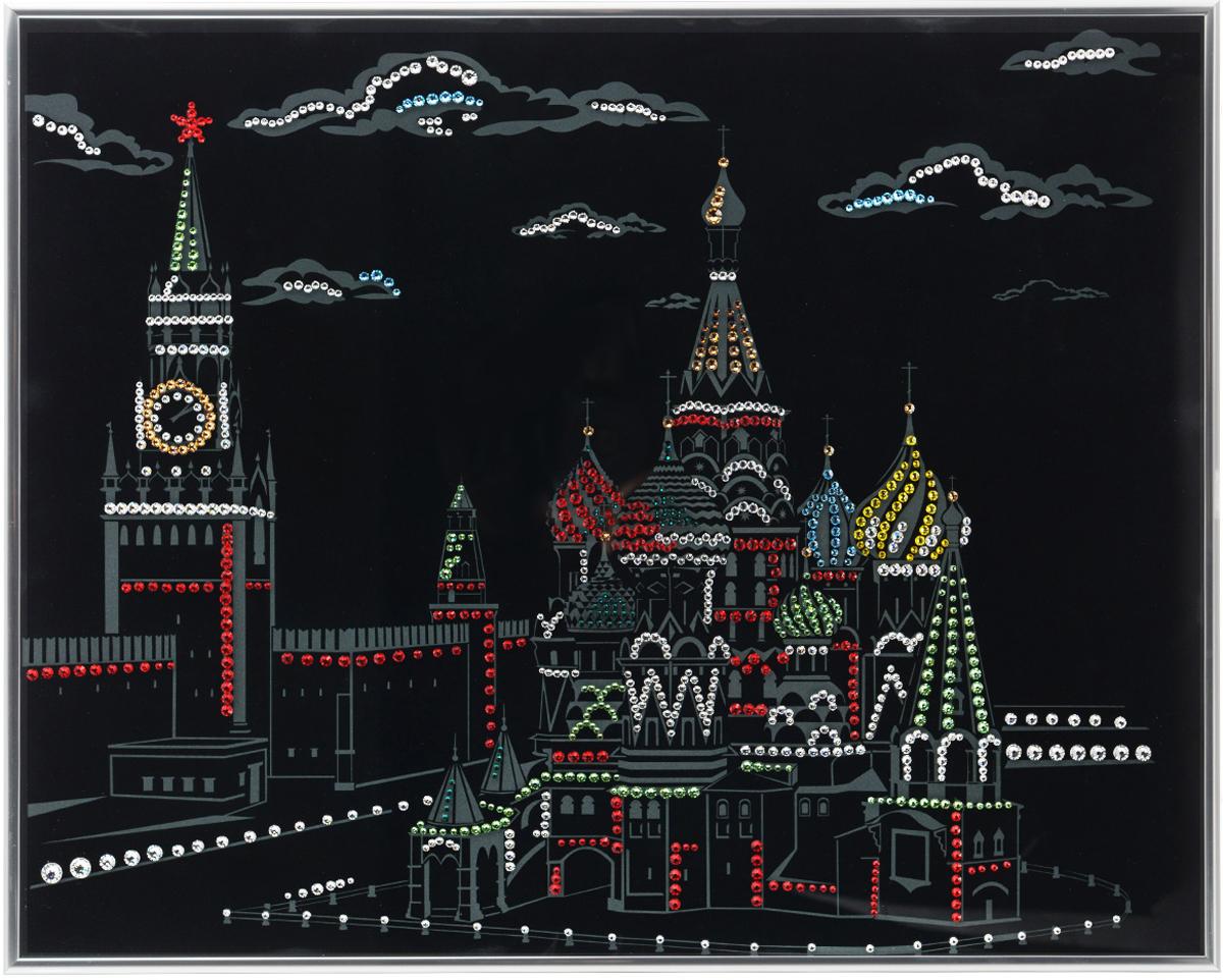 Картина с кристаллами Swarovski Кремль, 50 см х 40 см1185Изящная картина в металлической раме, инкрустирована кристаллами Swarovski, которые отличаются четкой и ровной огранкой, ярким блеском и чистотой цвета. Красочное изображение Кремля, расположенное на внутренней стороне стекла, прекрасно дополняет блеск кристаллов. С обратной стороны имеется металлическая петелька для размещения картины на стене.Картина с кристаллами Swarovski Кремль элегантно украсит интерьер дома или офиса, а также станет прекрасным подарком, который обязательно понравится получателю. Блеск кристаллов в интерьере, что может быть сказочнее и удивительнее.Картина упакована в подарочную картонную коробку синего цвета и комплектуется сертификатом соответствия Swarovski.