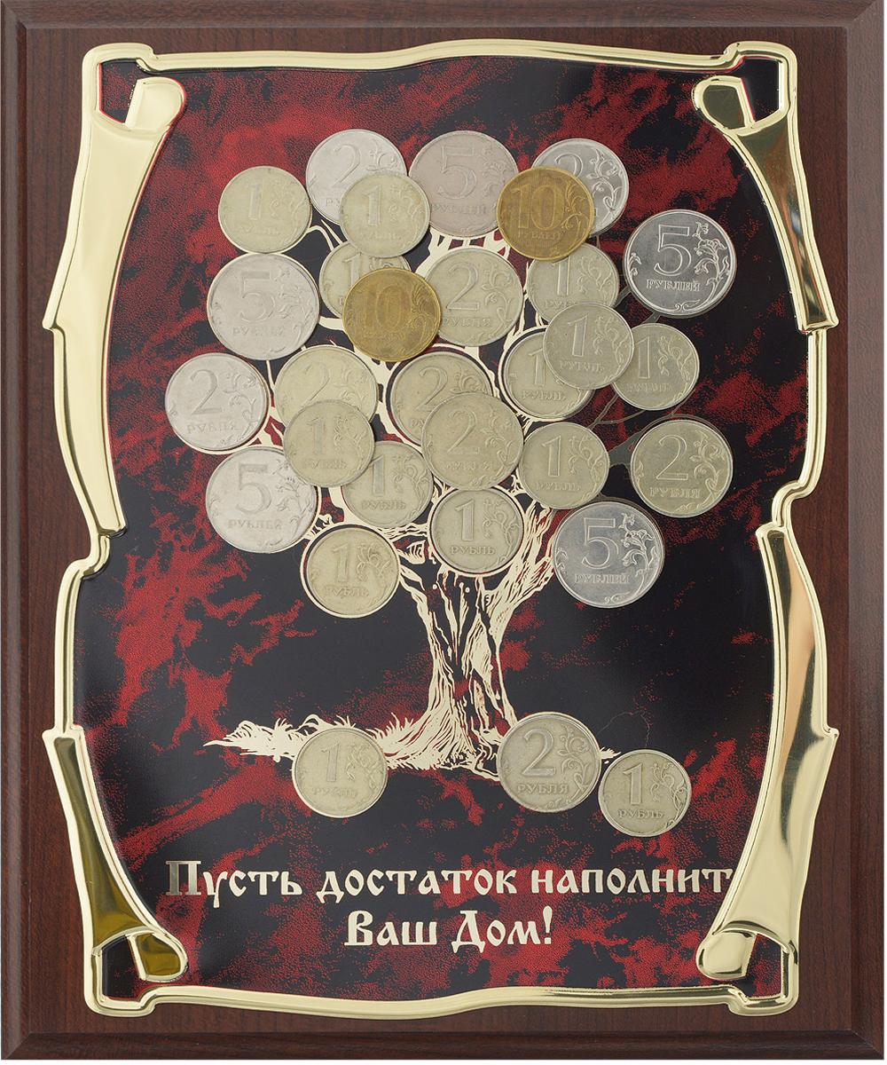 Панно Денежное дерево, 20,5 см х 25,5 см. 6030100260301002Панно Денежное дерево - замечательный сувенир и прекрасный элемент декора. Прямоугольное основание изделия выполнено из МДФ темно-коричневого цвета. По центру размещена металлическая пластина из латунированной стали с изображением дерева, декорированного настоящими монетами. Ниже расположена надпись Пусть достаток наполнит Ваш Дом!. Технология нанесения текста - лазерная гравировка.С задней стороны имеются отверстия для размещения на стене.Панно упаковано в изысканную подарочную коробку, закрывающуюся на замочек. Внутренняя поверхность коробки задрапирована атласной тканью светлых тонов.