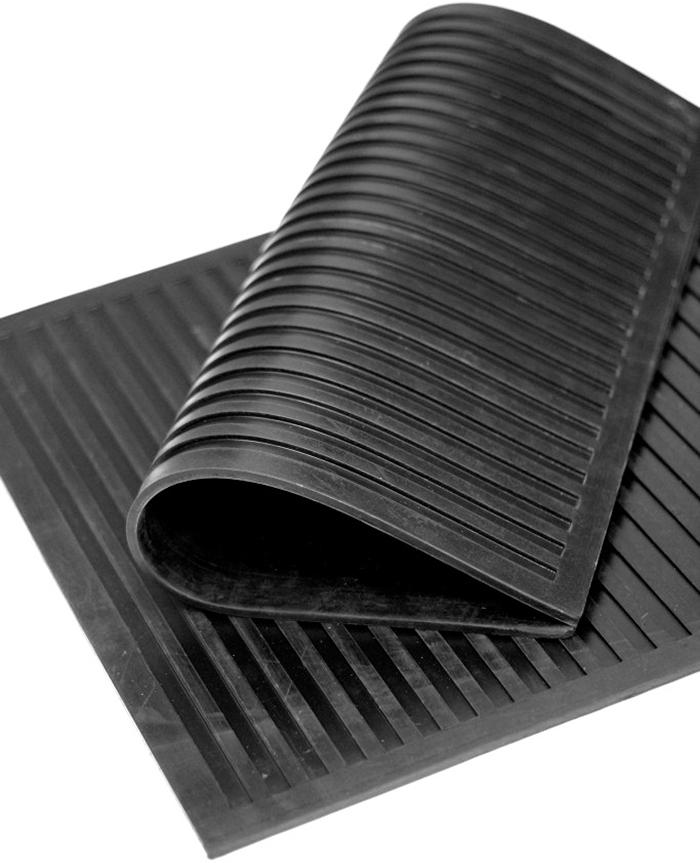 Коврик диэлектрический SunStep, цвет: черный, 50 х 50 см31-001Диэлектрический коврик Sunstep,выполненный из резины, защищает отпотенциальной возможности пораженияэлектрическим током и применяетсяв различных электроустановках. Его можноиспользовать в помещениях в качествеспециальной изолирующей подставки.Его основа предотвращает скольжение погладкой поверхности и обеспечиваетнадежную фиксацию.