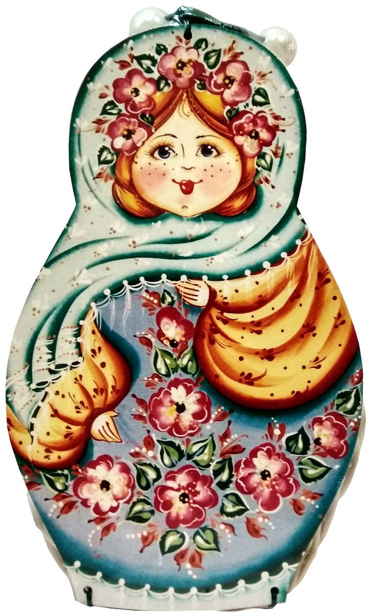 Кремлина Матрешка Весна конфеты вишня в шоколадной глазури в плетеной шкатулке, 200 г4607039272055В основе дизайна упаковки лежит традиционный силуэт матрешки, не теряющий своей актуальности уже много десятилетий. Плетеная вручную шкатулка с расписанной в русском традиционном стиле крышкой станет прекрасным подарком под ёлочку, а сладость нашей вишни напомнит о лучших летних воспоминаниях, когда за окном кружит вьюга.