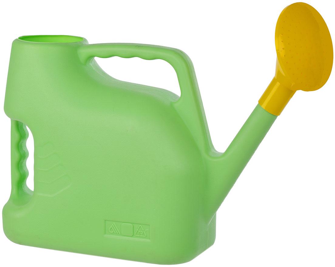 """Садовая лейка """"Альтернатива"""" предназначена для полива насаждений на приусадебном участке. Она выполнена из пластика и имеет небольшую массу, что позволяет экономить силы при поливе. Удобство в использовании также обеспечивается за счет эргономичной ручки лейки. Выпуклая насадка в форме цветка позволяет производить равномерный полив, не прибивая растения. Лейка имеет большое горлышко для наливания воды. Лейка """"Альтернатива"""" станет незаменимой на вашем огороде или в саду.   Размер лейки: 45 см х 13 см х 25 см. Объем: 7 л. УВАЖАЕМЫЕ КЛИЕНТЫ!Обращаем ваше внимание на цветовой ассортимент товара. Поставка осуществляется в зависимости от наличия на складе."""