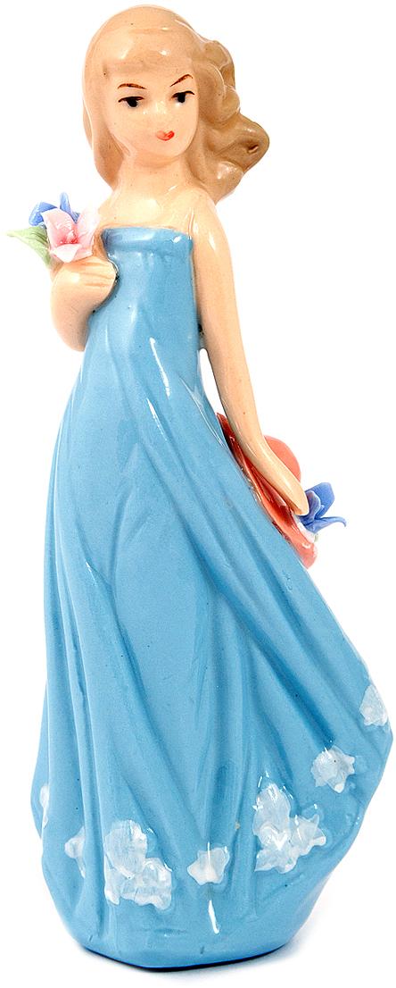 Статуэтка Девушка, фарфор, 6 x 4 x 14 см, цвет: голубой10351Статуэтки из фарфора никогда не выйдут из моды, они по сей день украшают современный интерьер, вызывают интерес у коллекционеров и считаются антиквариатом.