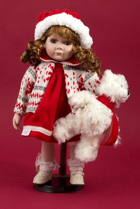 Фигурка декоративная Девочка, 36 см, цвет: красный. 1606516065Сувенирные куклы служат прекрасным подарком не только для коллекционера, они дарятрадость, когда мы ими любуемся, прекрасно вписываются в любой интерьер.