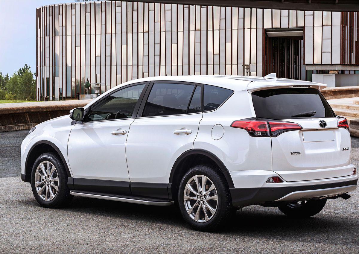 Пороги Rival Premium для Toyota RAV4 2013-2015-, 173 см, 2 шт.A173ALP.5705.3Надежные пороги Rival обеспечивают удобство посадки в автомобиль водителю и пассажирам (в особенности детям), дополняют экстерьер автомобиля, придавая ему стильность и индивидуальность. Основное преимущество порогов Rival - наличие силовых кронштейнов, которые позволяют порогу выдерживать динамическую нагрузку до 300 кг, без повреждений конструкции. Алюминиевая основа не поддается коррозии, обеспечивает легкость и прочность. Накладка порога из прорезиненного пластика (возможен выбор дизайна) препятствует скольжению. Препятствует повреждению боковых поверхностей автомобиля. Установка в штатные места крепления, не требует сверления и дополнительной доработки автомобиля. Сохранение дорожного просвета (клиренса). Возможность регулировки порогов при установке на автомобиле. В комплекте стальной крепеж (толщина 5 мм) и инструкция по установке. Совместимость с дополнительным оборудованием и аксессуарами Rival и с большинством оригинальных аксессуаров.
