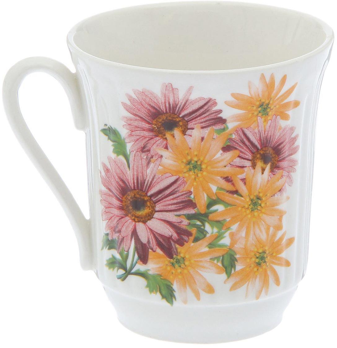Кружка, выполненная из керамики, выдержит высокую и низкую температуру, надолго сохранит  чай горячим, а остуженные напитки холодными. Емкость не выделяет вредных веществ при сильном нагреве. Кружка долго сохраняет  первоначальный внешний вид и подходит как для мытья вручную, так и в посудомоечной машине.  Интересное оформление украшает изделие и выделяет среди прочих. Окружайте себя красивыми вещами: такая кружка поднимет вам настроение даже в ненастный  день!   Уважаемые клиенты!  Товар поставляется в ассортименте. Поставка осуществляется в зависимости от наличия на складе.