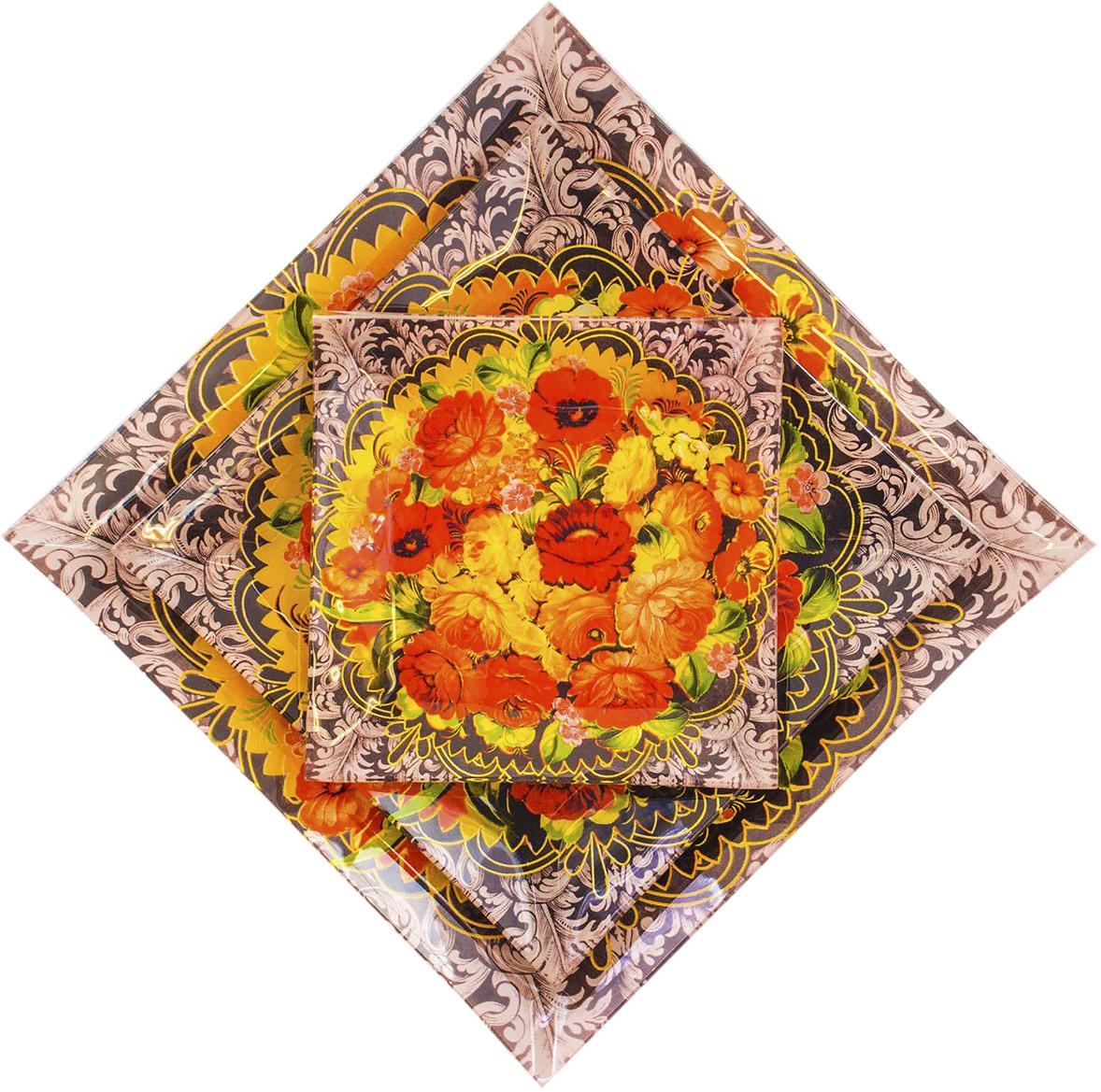 Набор тарелок Sima-land Жостово, 3 шт1866980Набор тарелок Sima-land Жостово украсит ваш праздничный стол. Яркий дизайнне оставит равнодушным. Набор не только красив, но и имеет ряд практических достоинств:стекло не впитывает запахов; материал отличается устойчивостью к сколам и царапинам при долговременномиспользовании. Для сохранения внешнего вида изделия избегайте применения высокоабразивных губок имоющих средств.