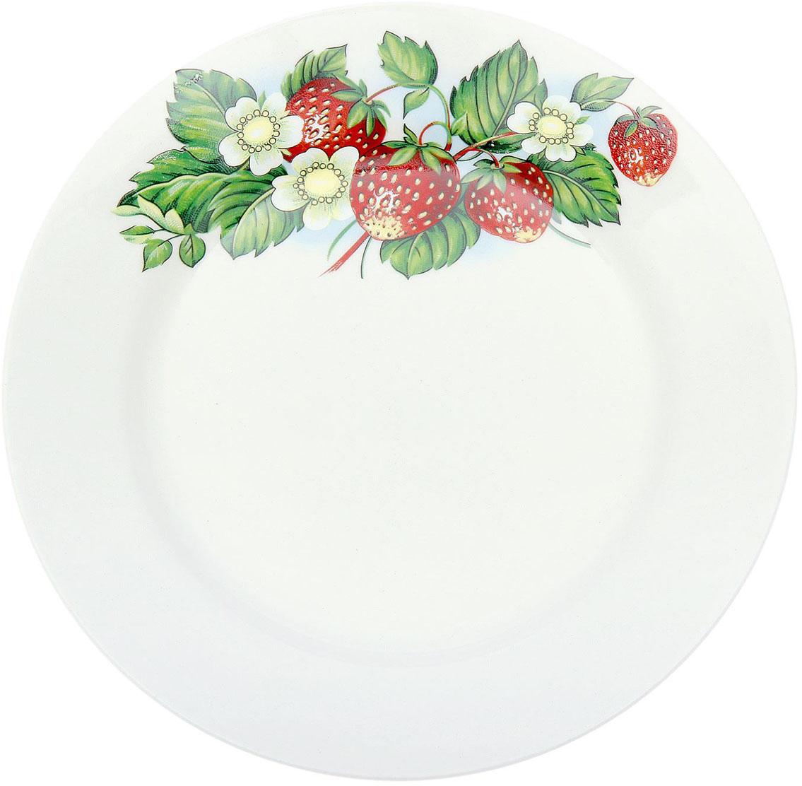 Тарелка мелкая Керамика ручной работы Земляника, диаметр 17,5 см1933093Данная тарелка понравится любителям вкусной и полезной домашней пищи. Такая посуда практична и красива, в ней можно хранить и подавать разнообразные блюда. При многократном использовании изделие сохранит свой вид и выдержит мытье в посудомоечной машине. В керамической емкости горячая пища долго сохраняет свое тепло, остуженные блюда остаются прохладными. Изделие не выделяет вредных веществ при нагревании и длительном хранении за счет экологичности материала.