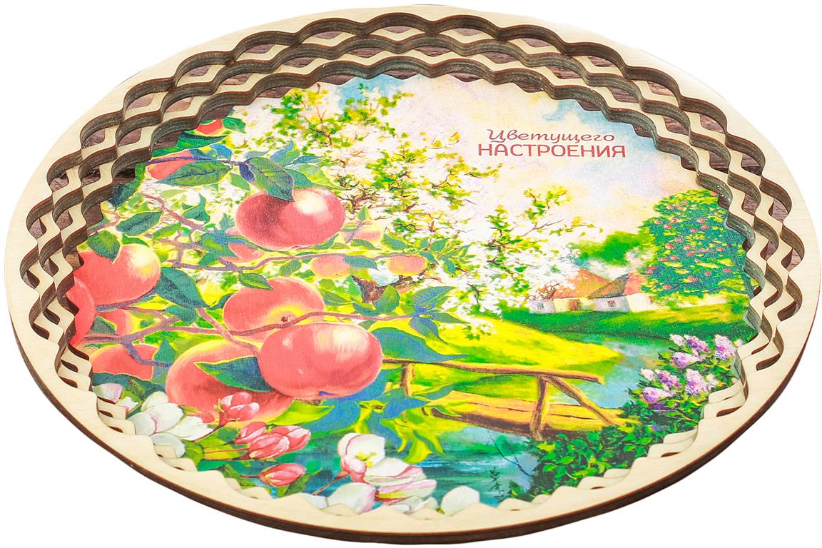Поднос Sima-Land Цветущее настроение. Яблоня, 25 х 25 х 2,5 см2819283Невозможно представить нашу жизнь без праздников! Мы всегда ждем их и предвкушаем, обдумываем, как проведем памятный день, тщательно выбираем подарки и аксессуары, ведь именно они создают и поддерживают торжественный настрой.От качества посуды зависит не только вкус еды, но и здоровье человека. — товар, соответствующий российским стандартам качества. Любой хозяйке будет приятно держать его в руках. С нашей посудой и кухонной утварью приготовление еды и сервировка стола превратятся в настоящий праздник.
