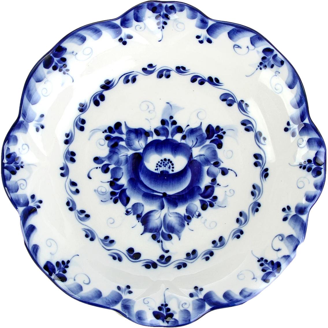 Тарелка Sima-Land Блинница, диаметр 23,5 см847721Очаруйте ваших гостей красотой, украсив стол посудой в технике Гжель. Она изготовлена вручную и декорирована авторской росписью. Такое изделие станет прекрасным и изящным нарядом в интерьере кухни у любой хозяйки. Употреблять пищу из такой посуды — одно удовольствие. Говорят, что даже мясо и рыба приобретают необычайный приятный вкус, а чаепитие превращается в традиционную русскую чайную церемонию. Гжель словно вобрала в себя красоту русской зимы: белизну снега, твердость льда, сияние инея, вычурность морозных узоров, синеву неба в ясные дни. Высокохудожественные изделия привнесут в Ваш дом особое настроение и станут незабываемым подарком.