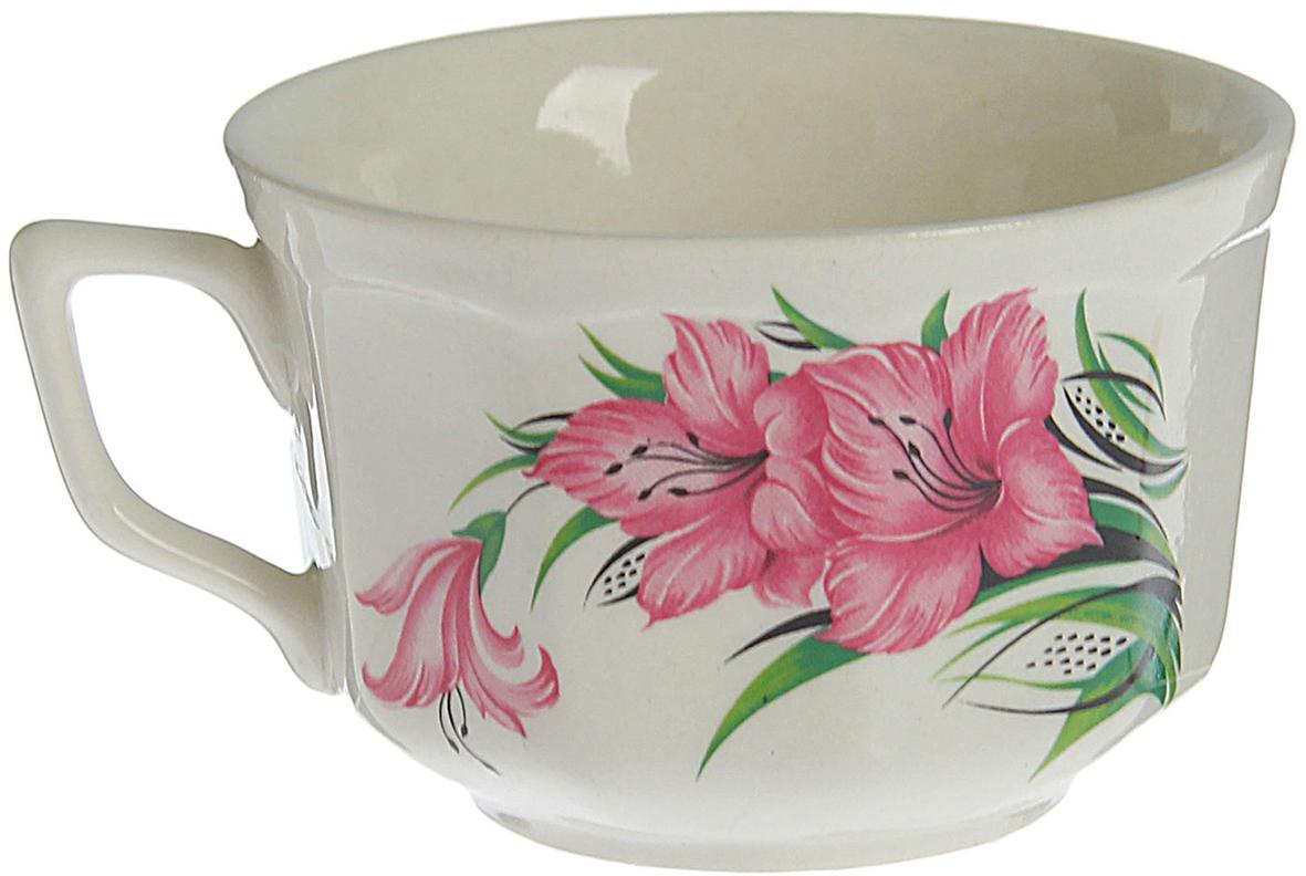 Такая чашка выполнена из керамики. Изделие выдержит высокую и низкую температуру, надолго сохранит чай горячим, а остуженные напитки холодными. емкость не выделяет вредных веществ при сильном нагреве. Кружка долго сохраняет первоначальный внешний вид и подходит как для мытья вручную, так и в посудомоечной машине. Интересное оформление украшает изделие и выделяет среди прочих. Окружайте себя красивыми вещами: такая чашка поднимет вам настроение даже в ненастный день!