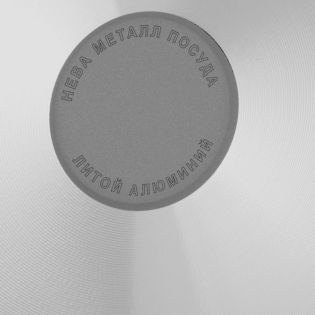 """Сковорода """"Традиционная"""" из серии литой алюминиевой посуды с антипригарным покрытием на водной основе. Антипригарное покрытие сделано на водной основе, относится к самому безопасному, четвертому классу по ГОСТу. Антипригарное покрытие традиционно производится БЕЗ использования PFOA (перфтороктановой кислоты). Равномерно нагревается за счет особой конструкции литого корпуса по принципу """"золотого сечения"""", толстых стенок (4 мм) и ещё более толстого дна (6 мм). Приготовленная еда получается особенно вкусной благодаря специфическим термоаккумулирующим свойствами пищевого сплава алюминия с кремнием. Корпус, отлитый вручную, практически не подвержен деформации даже при сильном нагреве.    Посуда подходит для использования на газовых, электрических и стеклокерамических плитах; морозильной камере; ее можно мыть в посудомоечной машине. Характеристики:  Материал: алюминий. Диаметр сковороды: 28 см. Высота стенки: 7,0 см. Длина ручки: 19 см. Диаметр дна: 22 см. Толщина стенок: 4 мм. Толщина дна: 6 мм. Производитель: Россия. Размер упаковки: 50 см х 29 см х 7,0 см. Артикул: 6128."""