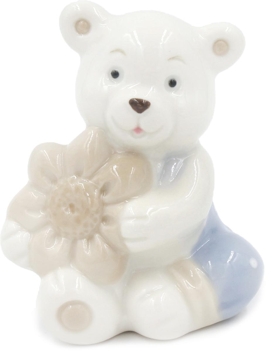 Фигурка декоративная Magic Home Мишка с цветочком, 5,4 х 5,2 х 8 см цена